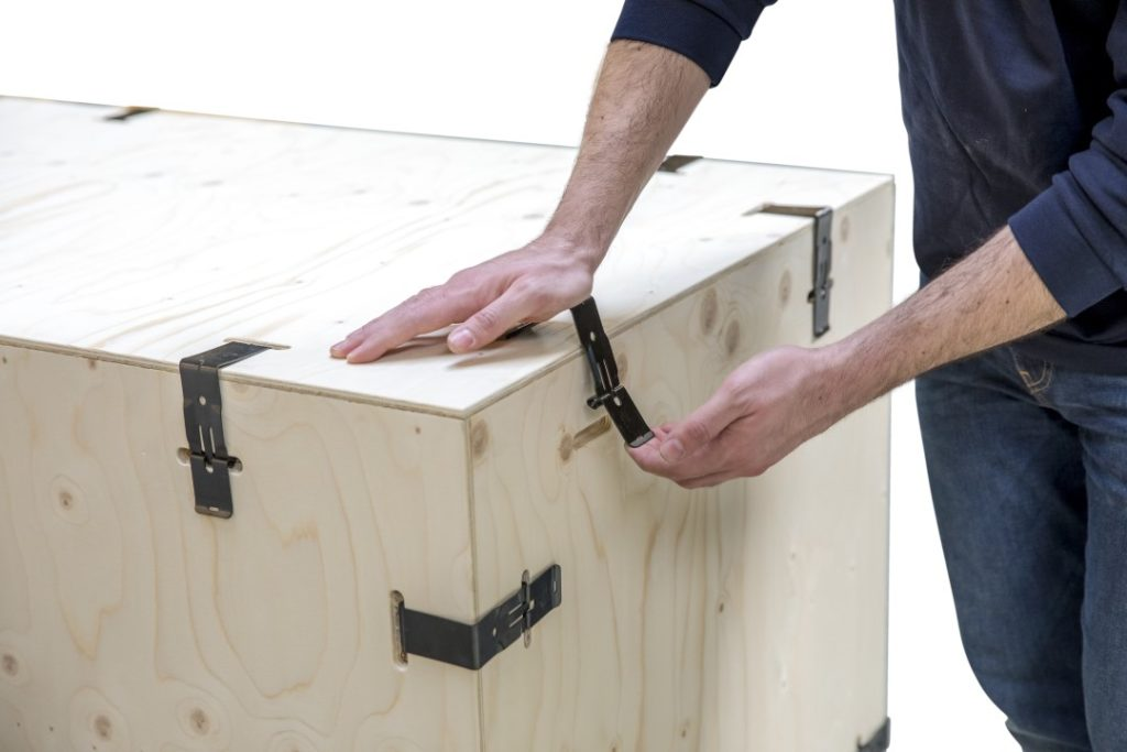 Sustainable Returnable Plywood Boxes Easy to Clip Together